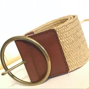 LIKE NEW. BANANA REPUBLIC woven stretchy belt